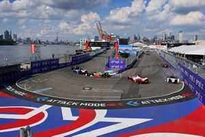 Pascal Wehrlein, Tag Heuer Porsche, Porsche 99X Electric, hits Alex Lynn, Mahindra Racing, M7Electro, spins him round