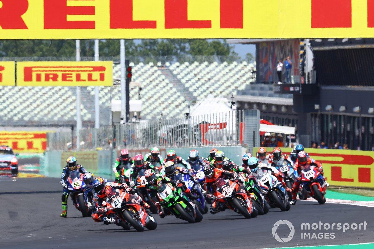 Michael Ruben Rinaldi, Aruba.It Racing - Ducati leads the start