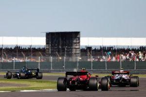 Lance Stroll, Aston Martin AMR21, Antonio Giovinazzi, Alfa Romeo Racing C41, en Carlos Sainz Jr., Ferrari SF21