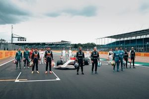 Drivers group photo with the 2022 F1 car