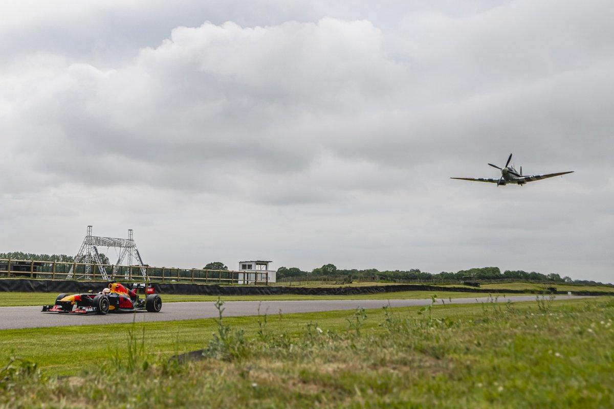 Max Verstappen, Red Bull Racing RB7 en een spitfire