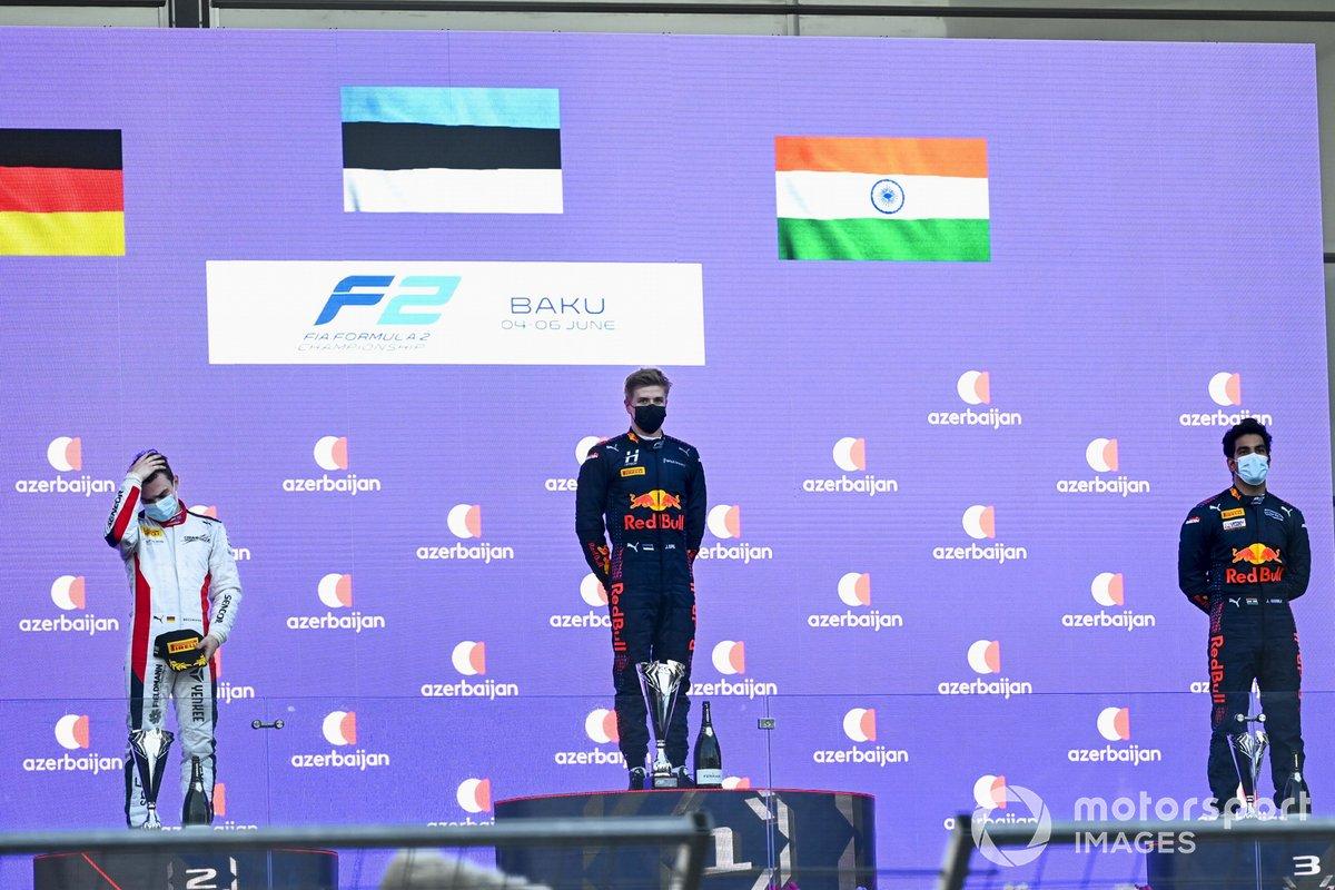 Podio: segundo lugar David Beckmann, Charouz Racing System, ganador Juri Vips, Hitech Grand Prix, tercer lugar Jehan Daruvala, Carlin
