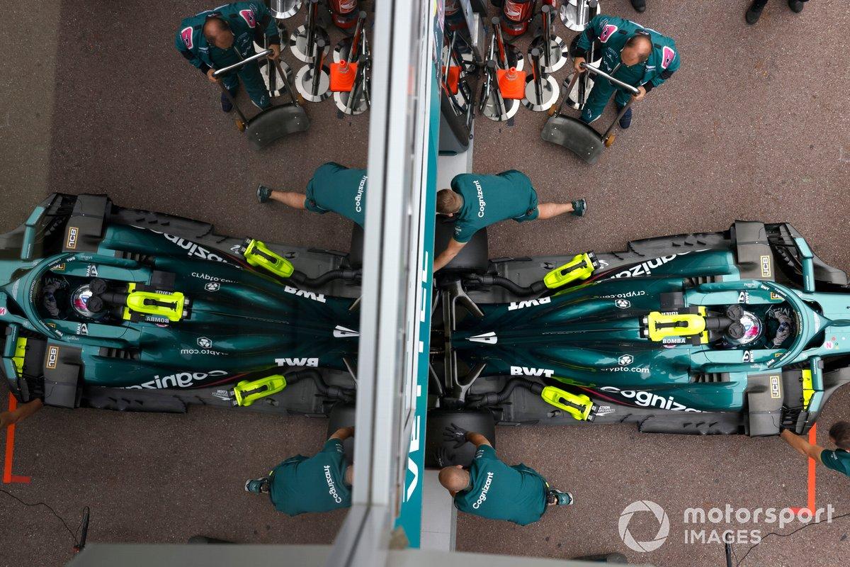 Sebastian Vettel, Aston Martin AMR21, torna in garage