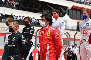 Valtteri Bottas, Mercedes, and Carlos Sainz Jr., Ferrari, on the grid
