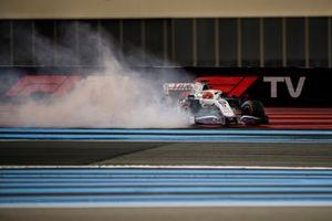 Nikita Mazepin, Haas VF-21, spins his car