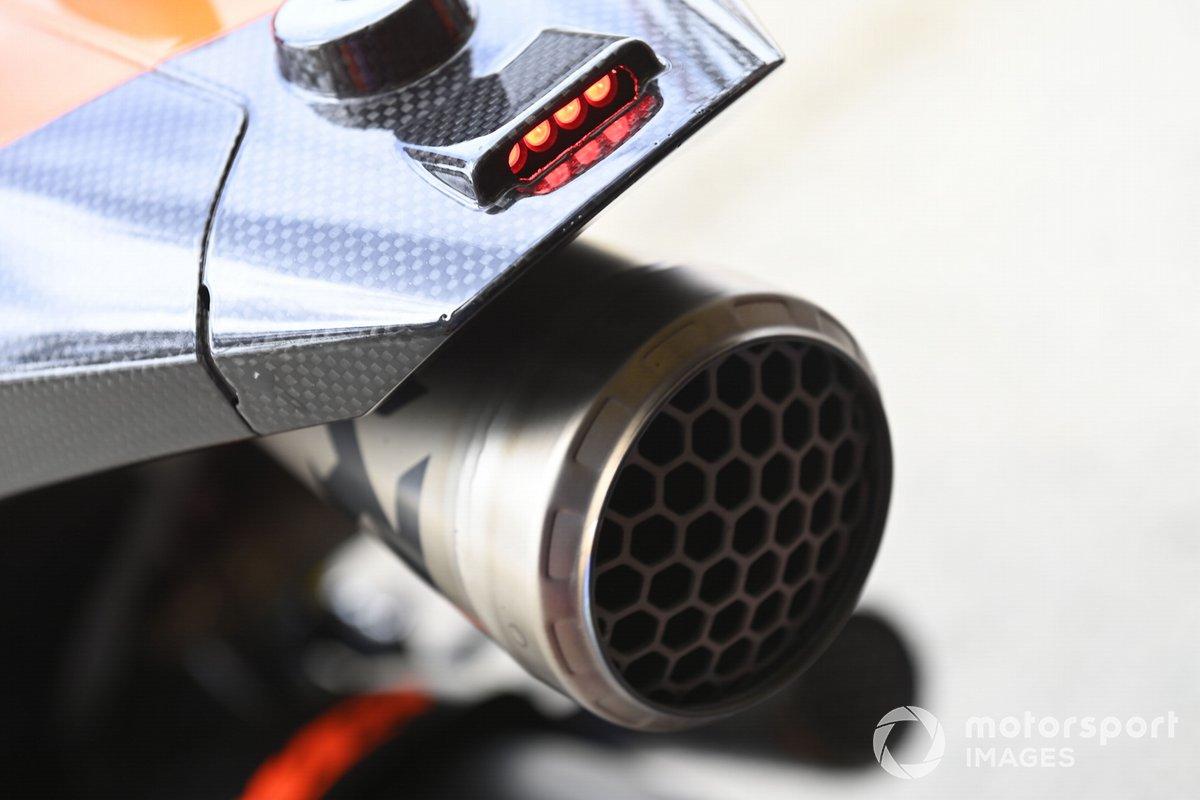 Detalle del escape de la moto KTM Tech3