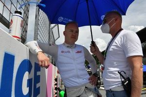 Nikita Mazepin, Haas F1, and Dmitry Mazepin on the grid