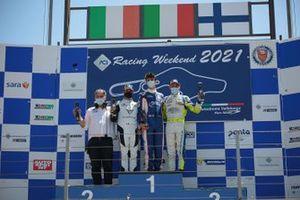 Il podio di Gara 1: Secondo posto Antti Buri, Target Competition, primo posto Eric Brigliadori, BF Motorsport, terzo posto Salvatore Tavano, Scuderia del Girasole by Cupra Racing