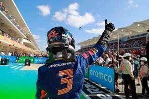 Daniel Ricciardo, McLaren, in Parc Ferme