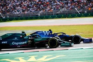 George Russell, Williams FW43B, battles with Sebastian Vettel, Aston Martin AMR21