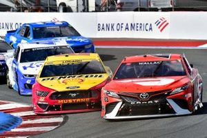 Bubba Wallace, 23XI Racing, Toyota Camry Door Dash and Joey Logano, Team Penske, Ford Mustang Shell Pennzoil