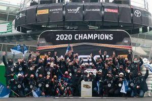 Foto de grupo de Hyundai Motorsport Campeones 2020