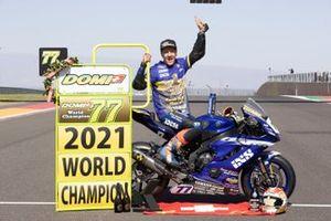 Dominique Aegerter, Ten Kate Racing Yamaha, celebra su victoria en el Campeonato del Mundo