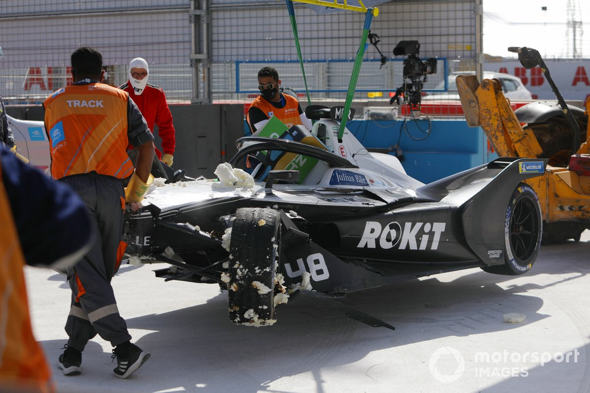 Marshals return the damaged car of Edoardo Mortara, Venturi Racing, Silver Arrow 02, to the pit lane after his crash