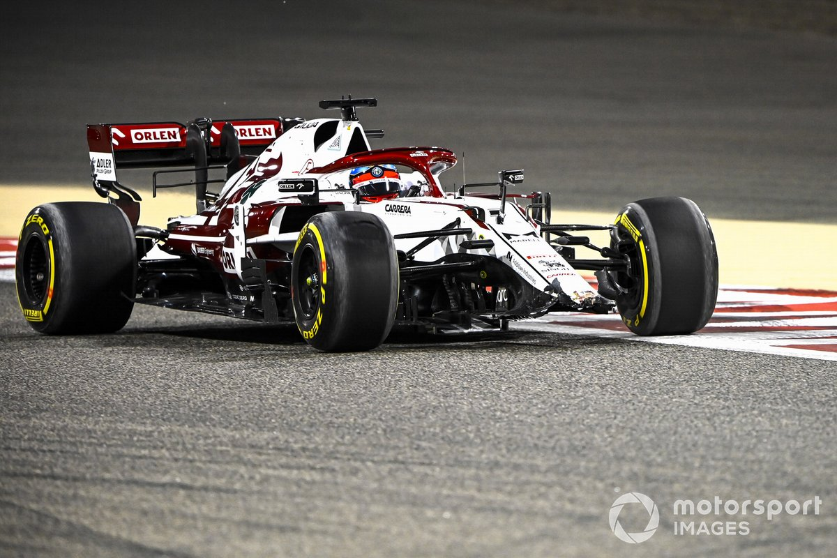 Kimi Raikkonen, Alfa Romeo Racing C41, pierde el alerón delantero
