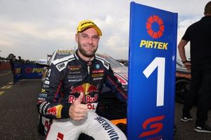 Победитель гонки Шейн ван Гисберген, Triple Eight Race Engineering Holden