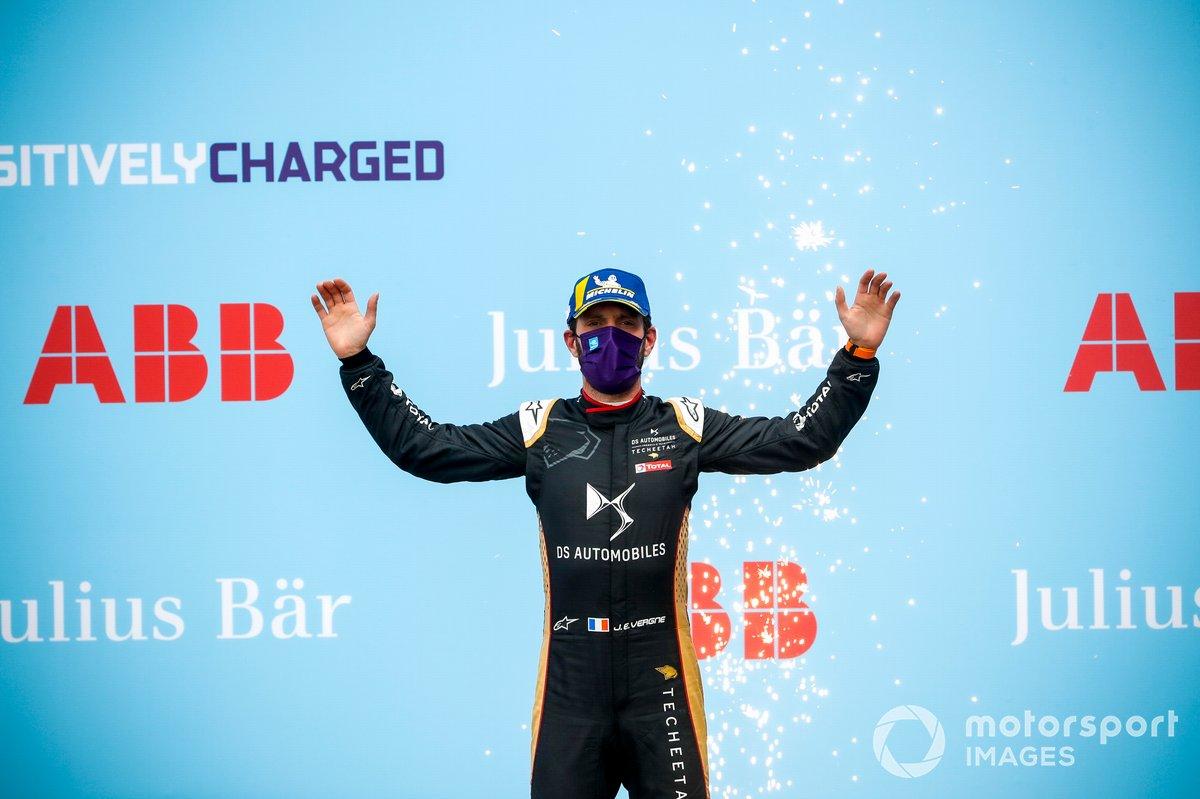 Jean-Eric Vergne, DS Techeetah celebra en el podio su victoria en Roma