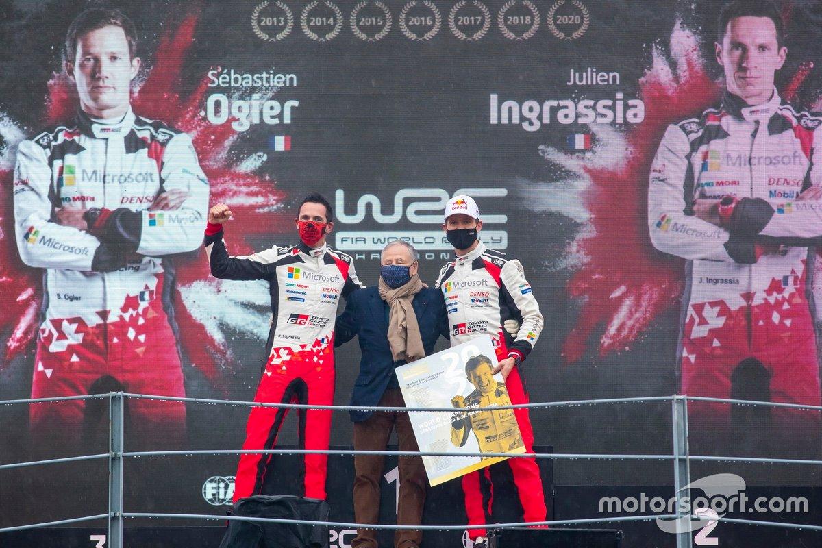 Podio: Sébastien Ogier, Julien Ingrassia, Toyota Gazoo Racing WRT Toyota Yaris WRC, con Jean Todt, FIA