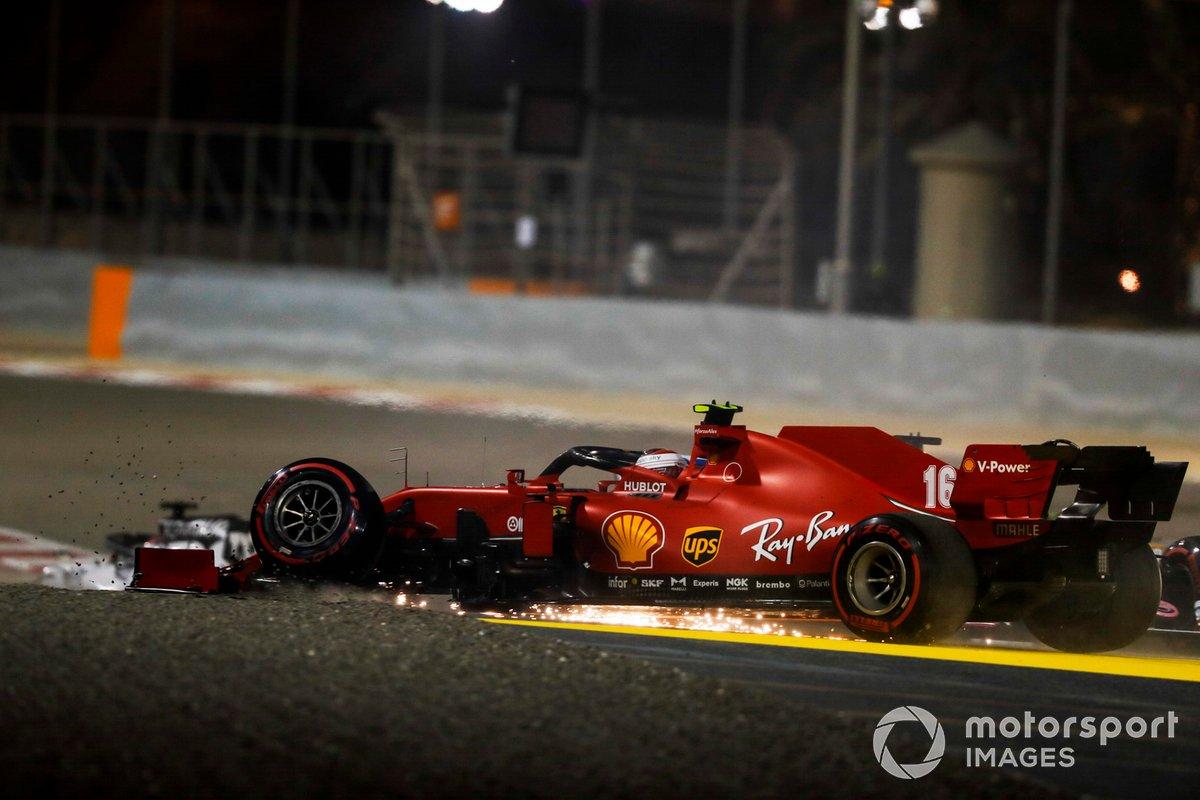Charles Leclerc, Ferrari SF1000 con la suspensión delantera rota después de un accidente en la primera vuelta con Sergio Pérez, Racing Point RP20
