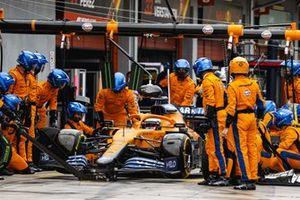 Daniel Ricciardo, McLaren MCL35M, makes a pit stop