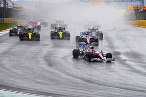 Lance Stroll, Racing Point RP20, Sergio Perez, Racing Point RP20, Daniel Ricciardo, Renault F1 Team R.S.20, Esteban Ocon, Renault F1 Team R.S.20, Lewis Hamilton, Mercedes F1 W11, and the rest of the field at the start