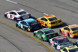 Denny Hamlin, Joe Gibbs Racing, Toyota Camry FedEx Express y Martin Truex Jr., Joe Gibbs Racing, Toyota Camry Auto-Owners Insurance
