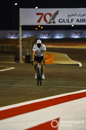 Valtteri Bottas, Mercedes-AMG F1, cycles the track