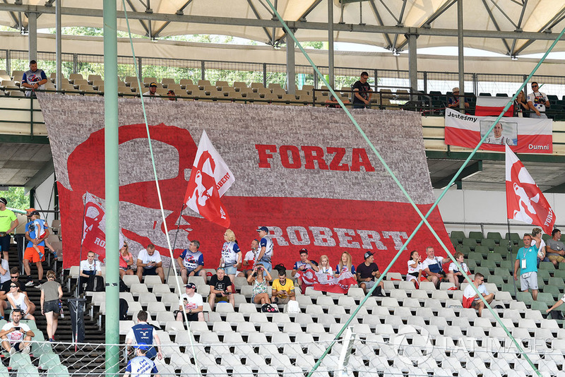 Tifosi con striscioni per Robert Kubica, Williams