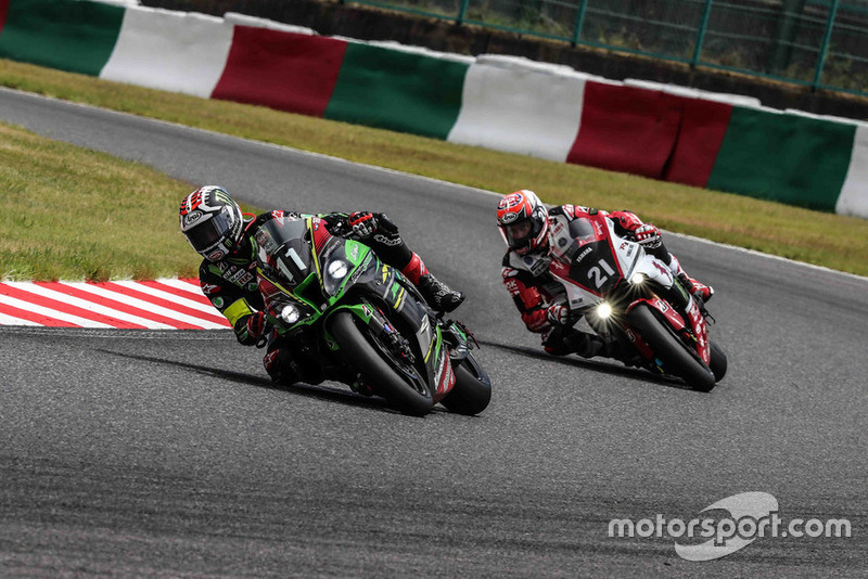 #11 Kawasaki Team Green: Jonathan Rea, #21 Yamaha Factory Racing: Michael van der Mark
