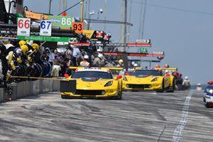 #4 Corvette Racing Chevrolet Corvette C7.R, GTLM - Oliver Gavin, Tommy Milner, #3 Corvette Racing Chevrolet Corvette C7.R, GTLM - Antonio Garcia, Jan Magnussen pit stop.