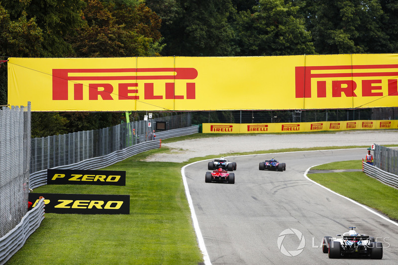 Pierre Gasly, Toro Rosso STR13, devant Sergey Sirotkin, Williams FW41, Sebastian Vettel, Ferrari SF71H, et Lance Stroll, Williams FW41