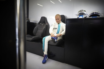 Valtteri Bottas, Mercedes AMG F1, ties his bootlace