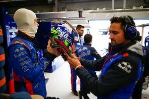 Brendon Hartley, Toro Rosso, indossa il suo casco