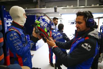 Brendon Hartley, Toro Rosso, met son casque