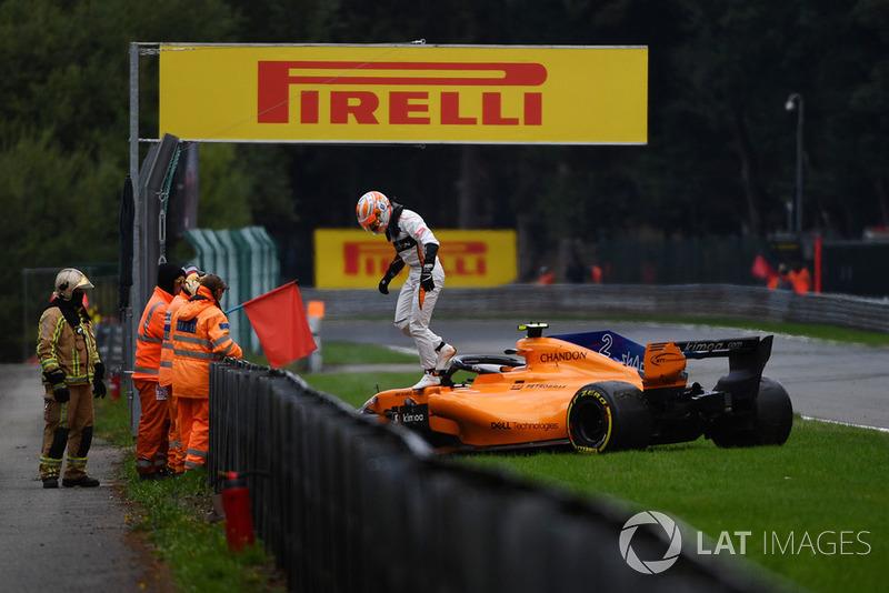 Stoffel Vandoorne, McLaren MCL33 crashed in FP3