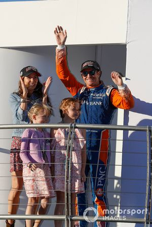 Scott Dixon, Chip Ganassi Racing Honda con su esposa Emma y sus hijas Tilly y Poppy