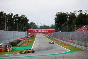 Stoffel Vandoorne, McLaren MCL33, Marcus Ericsson, Alfa Romeo Sauber C37