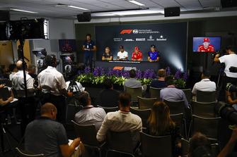 Kevin Magnussen, Haas F1 Team, Lewis Hamilton, Mercedes AMG F1, Kimi Raikkonen, Ferrari, et Brendon Hartley, Toro Rosso, en conférence de presse