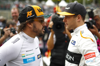 Fernando Alonso, McLaren, talks with Stoffel Vandoorne, McLaren