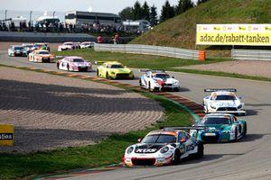#17 KÜS Team75 Bernhard Porsche 911 GT3 R: Timo Bernhard, Kévin Estre leads