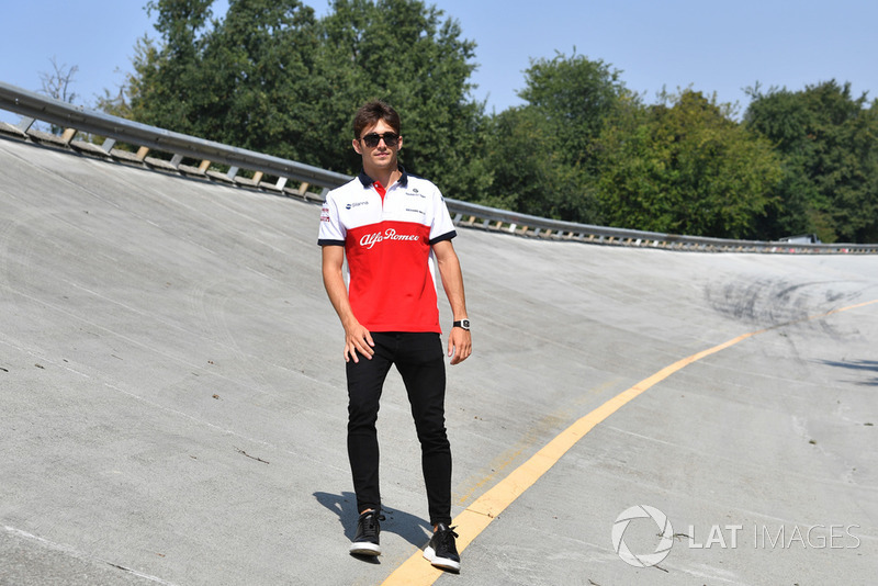 Charles Leclerc, Alfa Romeo Sauber F1 Team, en el peralte de Monza