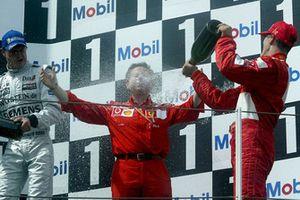 1. Michael Schumacher, Ferrari, mit Jean Todt, Ferrari-Teamchef