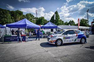 Damiano De Tommaso, Michele Ferrara, Peugeot 208 VTI R2B, Peugeot Sport Italia, al parco assistenza
