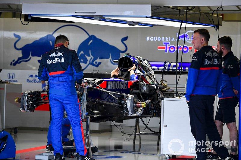 Voorwielophanging van de Toro Rosso STR14