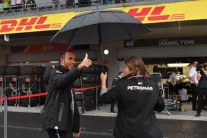 Lewis Hamilton, Mercedes AMG F1 waves to fans