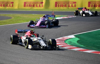 Antonio Giovinazzi, Alfa Romeo Racing C38, leads Lance Stroll, Racing Point RP19, and Kimi Raikkonen, Alfa Romeo Racing C38