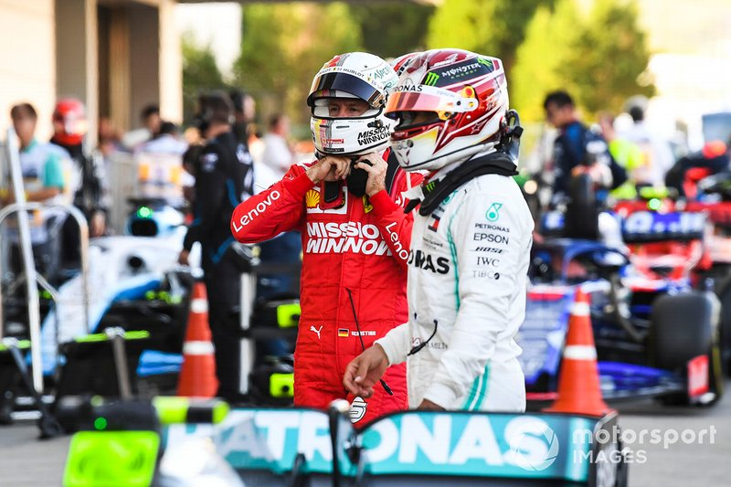 Lewis Hamilton, Mercedes AMG F1, terzo classificato, e Sebastian Vettel, Ferrari, secondo classificato, e Parc Ferme