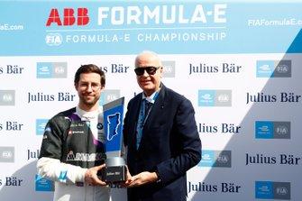Pole Award Winnaar Alexander Sims, BMW I Andretti Motorsports, BMW iFE.20