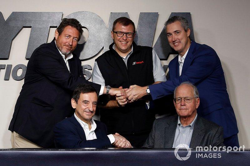 Pierre Fillon, Presidente ACO, Jim France, Chairman IMSA, Gérard Neveu, AD FIA WEC, John Doonan, Presidente IMSA, e Ed Bennett, AD IMSA CEO