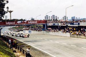 Start zum GP Brasilien 1980 in Sao Paulo: Gilles Villeneuve, Ferrari 312T5, führt